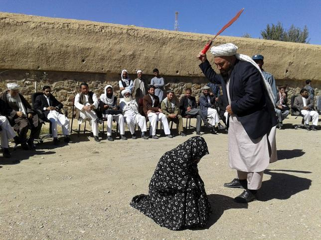 afghan_judge_hits_a_woman
